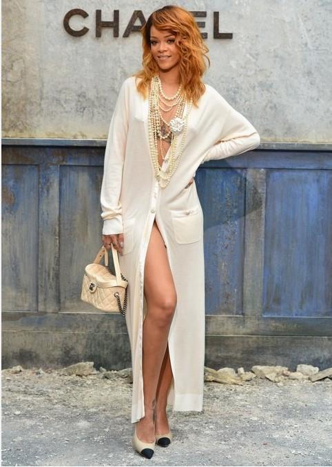 Rihanna nue sous son gilet pour le défile Chanel haute couture automne-hiver 2013-2014