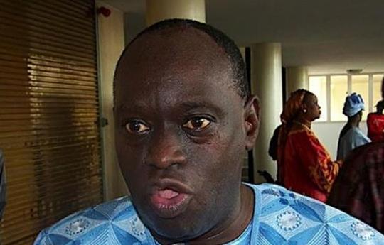 Interdit d'acces aux locaux des chambres africaines extraordinaires, Me El hadj Diouf chassé par la police, pète les plombs