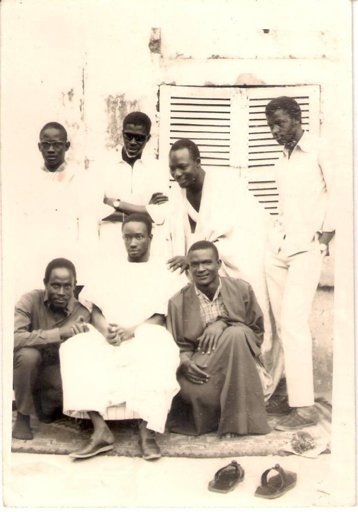Photo de Serigne Abdou Hakim Mbacké prise à Louga : 4ème de gauche à droite.