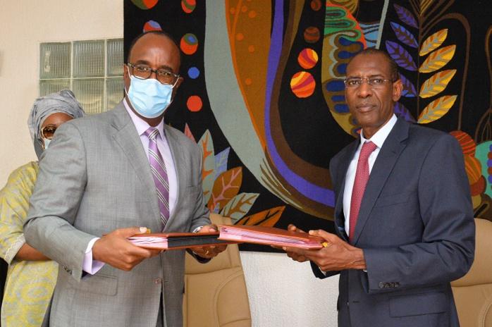 Compétitivité et emploi des jeunes : le Sénégal et la Banque Mondiale paraphent 2 accords de financement d'un coût de 150 milliards de Francs CFA.