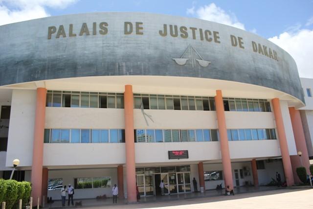 Mot d'ordre du SYTJUST à ses membres : S'habiller tous en rouge ce jeudi en venant au tribunal!