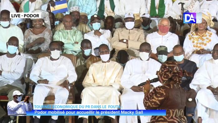 Construction de l'espace numérique ouvert de Podor : Le président Macky Sall félicite le ministre de l'enseignement Cheikh Oumar Anne.