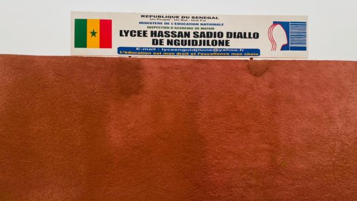 Nguidjilogne : Macky Sall sur la terre de ses origines lance les travaux de désenclavement du Dandé Mayo et inaugure le lycée Hassan Sadio Diallo.