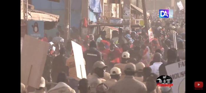 Tournée économique de President: Les brassards rouges, les jets de pierres et les tirs de lacrymogènes à Ourossogui.
