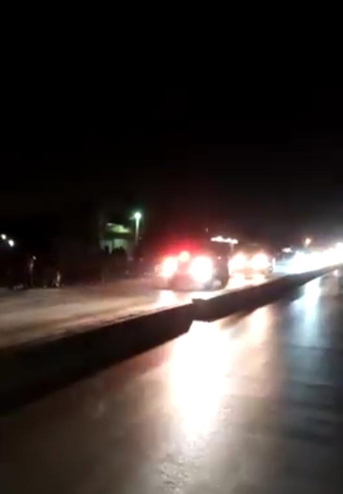 """TOUBA - Des """"Sonko Boys"""" guettent le passage du Président Sall pour le huer et endommagent les vitres du véhicule de Sokhna Mame Say Mbacké"""