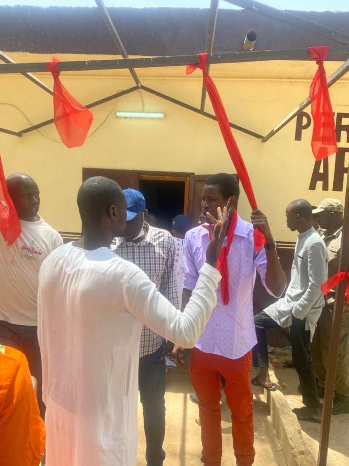 Visite annoncée du Président Macky Sall à l'Isep de Thiès : La permanence départementale de l'APR tapissée de brassards rouges.