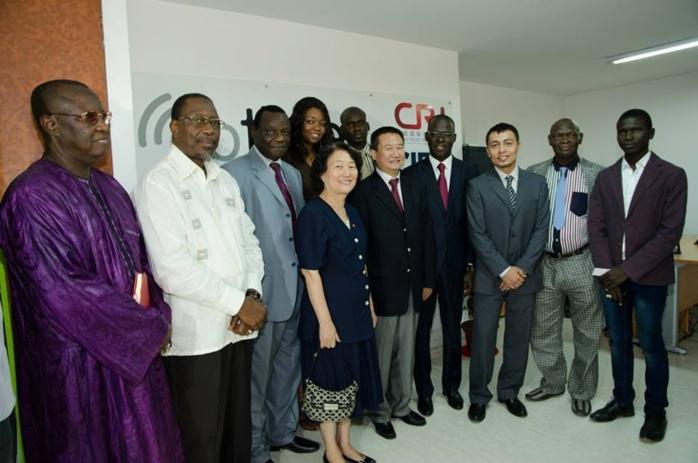 Ben Basse Diagne lors de sa visite des locaux de radio Chine international avec le ministre Cheikh bamba DIEYE