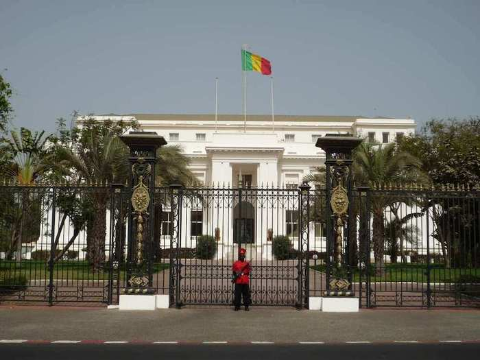 Du Lakh servi gratos au palais présidentiel