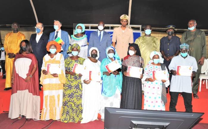 SENELEC à travers le PASE offre un lot de matériel aux groupements de femmes de Guédiawaye et confirme la livraison prochaine du poste injecteur dans cette même localité.