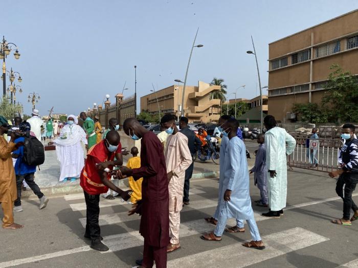 Prière à Massalikoul Djinane : Le protocole sanitaire bien appliqué aux abords de la mosquée…