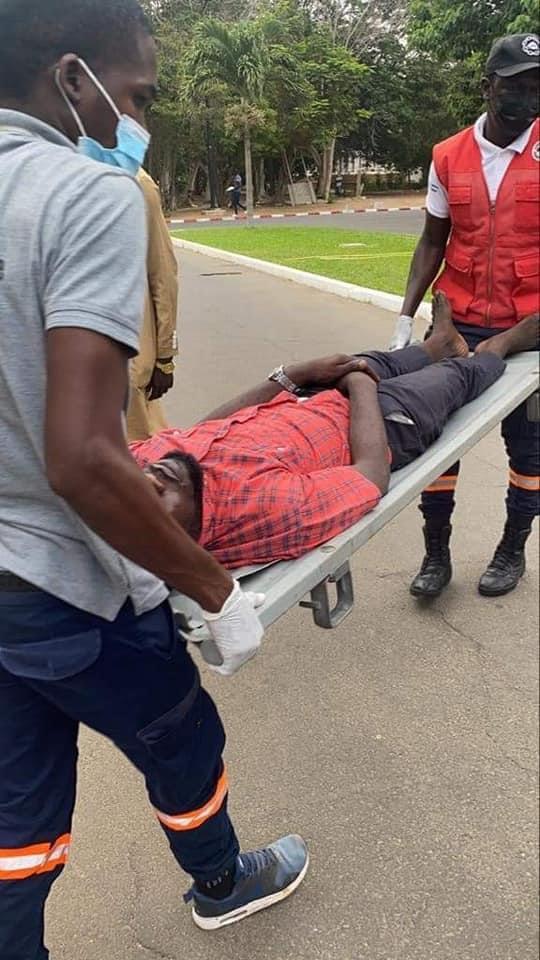 Grève de la faim des étudiants exclus de l'UCAD : deux étudiantes évacuées à l'hôpital suite à un malaise.