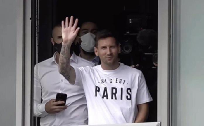 TRANSFERT : Messi est arrivé à Paris.