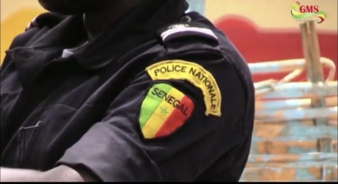 Fraude au concours Police 2021 : Antou Guèye utilise son cahier pour tricher et déclare que c'était pour respecter les mesures barrières contre la Covid-19.