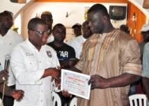 Caravane de la Paix édition 2013 . Le maire de la ville de Ziguinchor délivre un  diplôme de reconnaissance au Roi Balla Gaye2