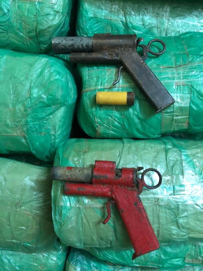 MBOBÈNE PEULH ET BABA GARAGE / 03 hommes arrêtés, 1 fugitif recherché, 02 armes à feu et 55 legs de chanvre saisis.