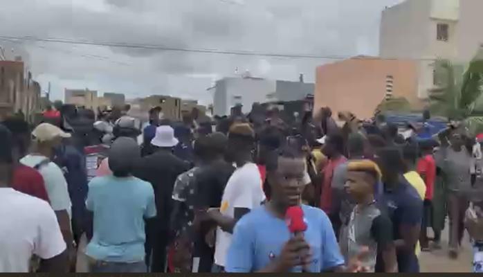 Inondations dans la banlieue : Les jeunes de Keur Massar, Boune, Diamaguène en rébellion bloquent la circulation…