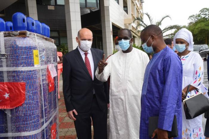Coopération : la Turquie appuie le Sénégal en matériel médical pour la lutte contre la Covid-19.