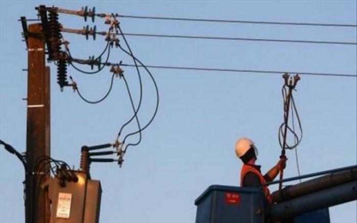 Électricité dans des zones périurbaines et rurales : 25.000 compteurs remplacés, 819 km de circuit linéaire de  réseaux  30  KV construits et 75.000 compteurs à prépaiement posés. (Rapport)