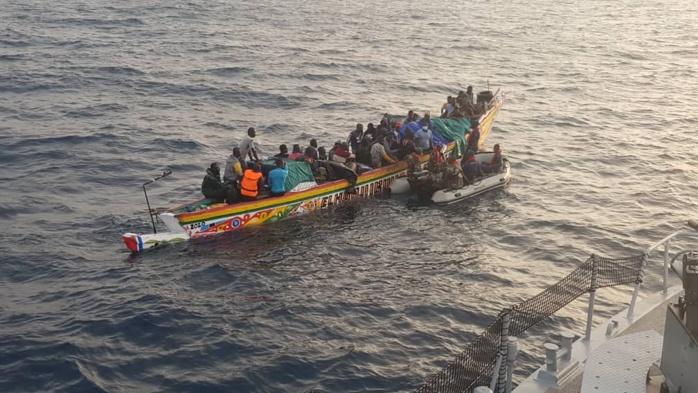 La Marine nationale a porté secours à 11 migrants et repêché un corps sans vie au large de l'embouchure du fleuve Sénégal