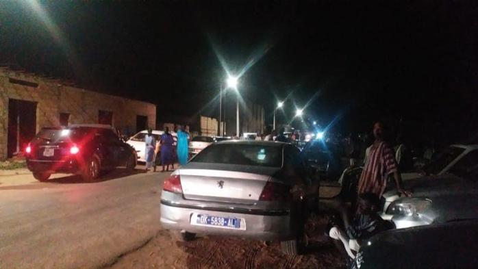 TOUBA - Serigne Cheikh Dieumbe Fall nuitamment inhumé (1h12)... Les Baayfall en transe.