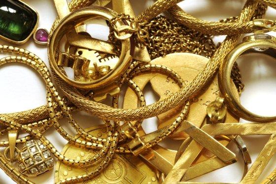 Vol et recel : La domestique dérobe des bijoux en or de sa patronne d'une valeur de 20 millions Fcfa