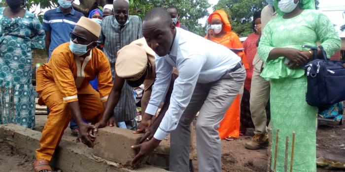 Lutte contre la pauvreté et l'insécurité alimentaire à Kolda : pose de première pierre pour la construction de 90 bergeries et 10 poulaillers par le PADAER II.