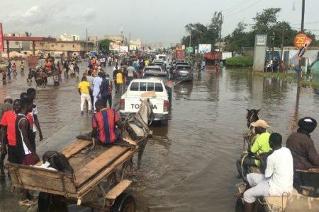 Eaux stagnantes : La galère des automobilistes sur la route du Magal de Touba.