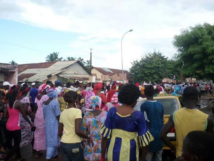 Contre l'interdiction de sortie de Abdoulaye Baldé, les populations de Ziguinchor dans les rues (PHOTOS)