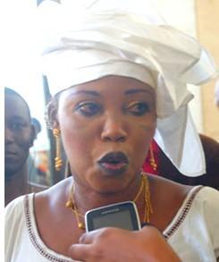 Histoire insolite :En tournée dans les zones inondées, Awa Gueye se fait chiper  son sac à main