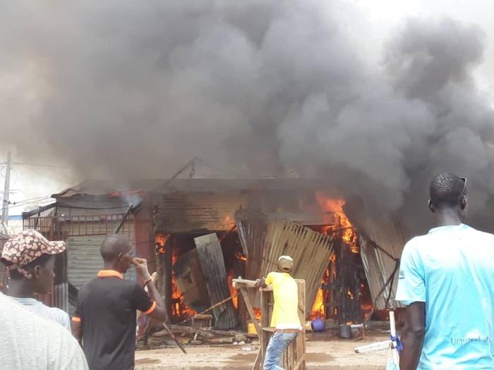 Incendie au marché de Médina Baye : Une dizaine de cantines part en fumée.