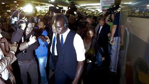 Balotelli frappe un cameraman à Naples