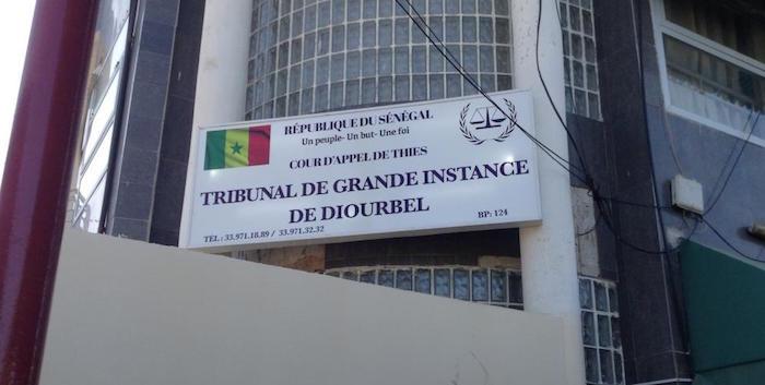 TRIBUNAL - Affaire des 8 prisonniers de Mbacké / 2 ans de prison dont 1 an ferme pour tout le groupe.