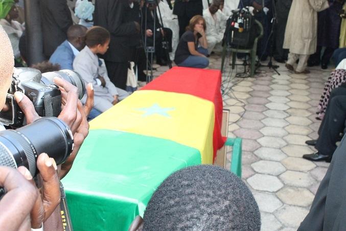 Les images de la levée du corps de Abdoul Karim Metsu