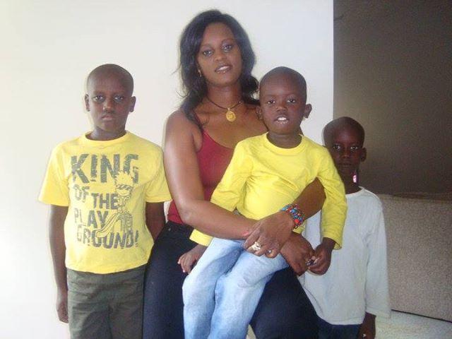 Après la libération de Fatou Camara, Ses enfants escortés par un fonctionnaire américain