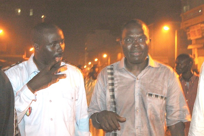 De retour à Sandaga sinistré, des commerçants tentent  de le lyncher : Khalifa Sall évacué manu militari par les forces de l'ordre.