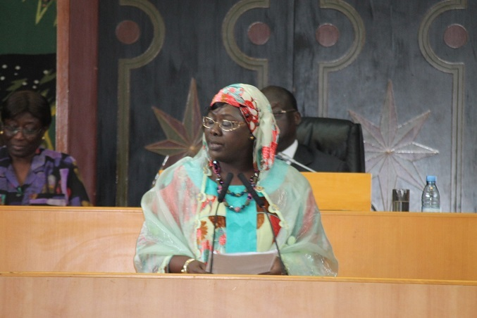 Sokhna Dieng Mbacké Offre un bouquet de roses et rappelle les urgences