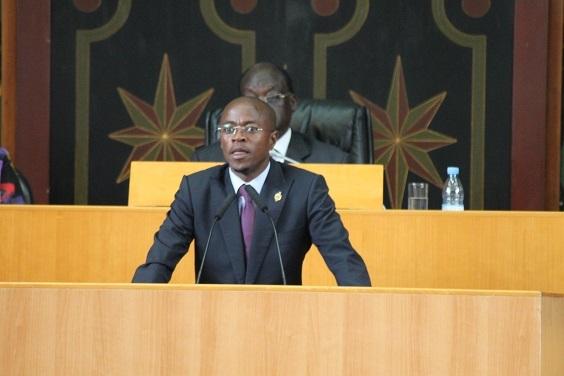 Abdou Mbow face aux propos de  Fatou Thiam « C'est pas méchant, elle est encore au jardin d'enfant !» minimise le député