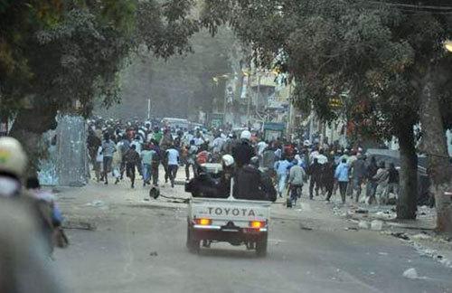 Matraquages, coups de feu, échanges de coups de poing : La police déraille à Guinaw-Rails