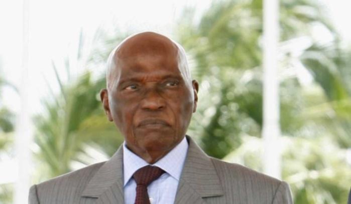 Magal de Darou Khoudoss Serigne Ahmadou Mokhtar Mbacké fait l'éloge de Wade devant Omar Youm