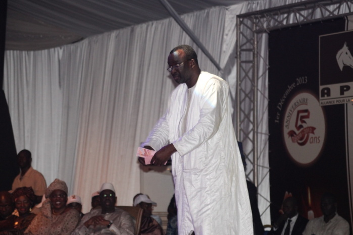 Moustapha Cissé Lô sur l'argent qu'il a distribué à l'anniversaire de l'Apr :  « Je n'ai donné que 100 000 francs CFA et le chef de l'Etat m'a félicité »