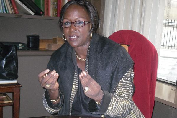 Le professeur Amsata Sow Sidibé rend visite à Aîda Ndiongue