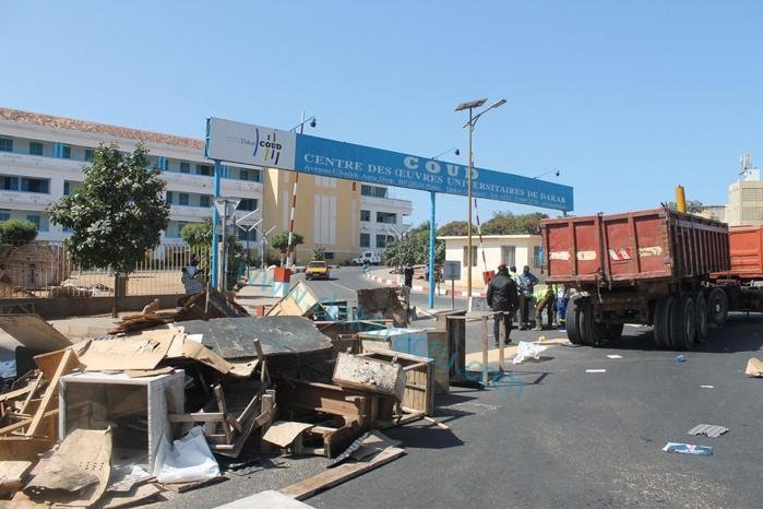 Dans sa recherche de solutions aux revendications du Saes, l'Etat a démoli les cantines devant le coud: Voici les images
