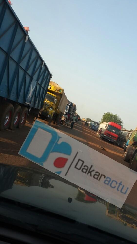 Des centaines de camions toujours bloqués à la frontière sénégalo-gambienne.(PHOTOS)