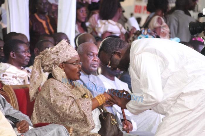 Kaolack- La première dame rend visite aux familles religieuses avec à ses côtés un Cissé Lô indésirable à Médina Baye
