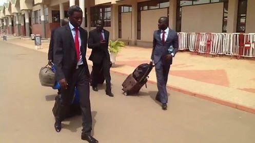 International libéral- La délégation sénégalaise bloquée à Ouagadougou « Sénégal Airlines » a supprimé son vol sans avertir, pestent Thierno Bocoum et Cie