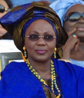 Aminata Tall chez Cheikh Bass Abdou Khadre pour présenter ses condoléances