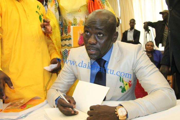Dédicaces du livre « Les goulots qui étranglent le Sénégal » de Cheikh Yérim Seck. Les réactions