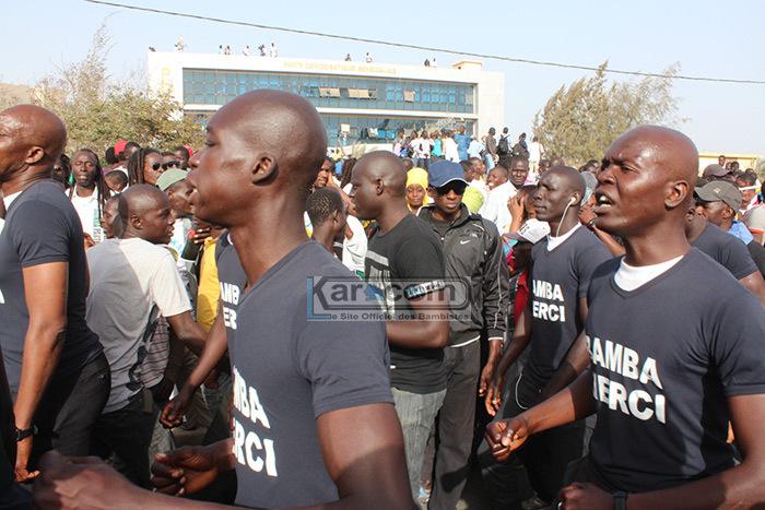 Les talibés de Serigne Modou KARA Mbacké accompagnés de ses fils à l'accueil de Wade à la VDN