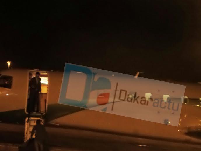 Exclusivité Dakaractu! Les premières images de Wade à sa descente de l'avion