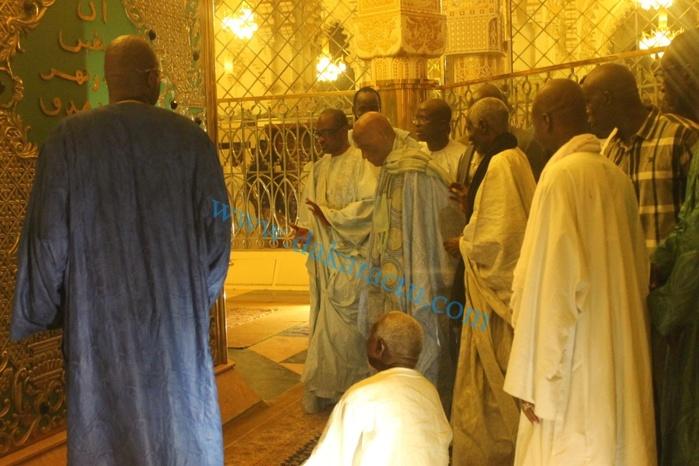 Les images exclusives de Me Wade au mausolée de Serigne Touba